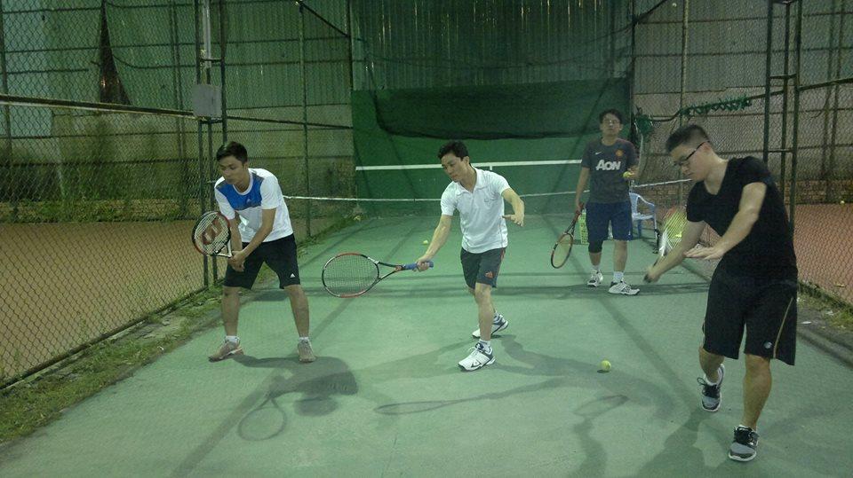 Khai giảng  lớp học Tennis chuồng cu giá rẻ tiết kiểm đến 60-70% chi phí sân tập cho học viên